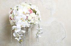 白い胡蝶蘭のアレンジメント